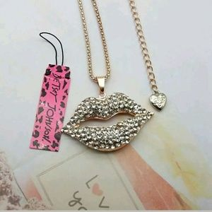 Betsey Johnson Jewelry - Elegant Betsey Johnson Lips Sweater Necklace
